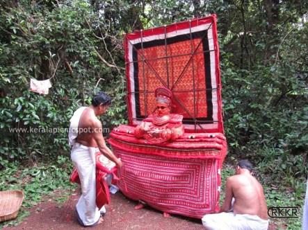 Neeliyar Bhagavathi Theyyam Preparation