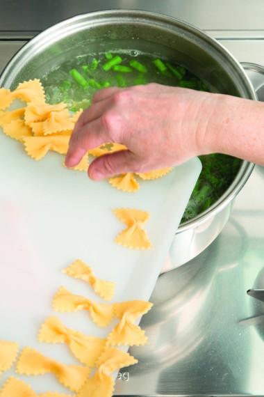 Ricetta Pasta fatta in casa al pesto ligure  Le ricette de La Cucina Italiana