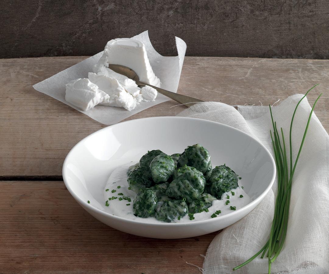 Gnocchi di spinaci con crema di ricotta allerba cipollina