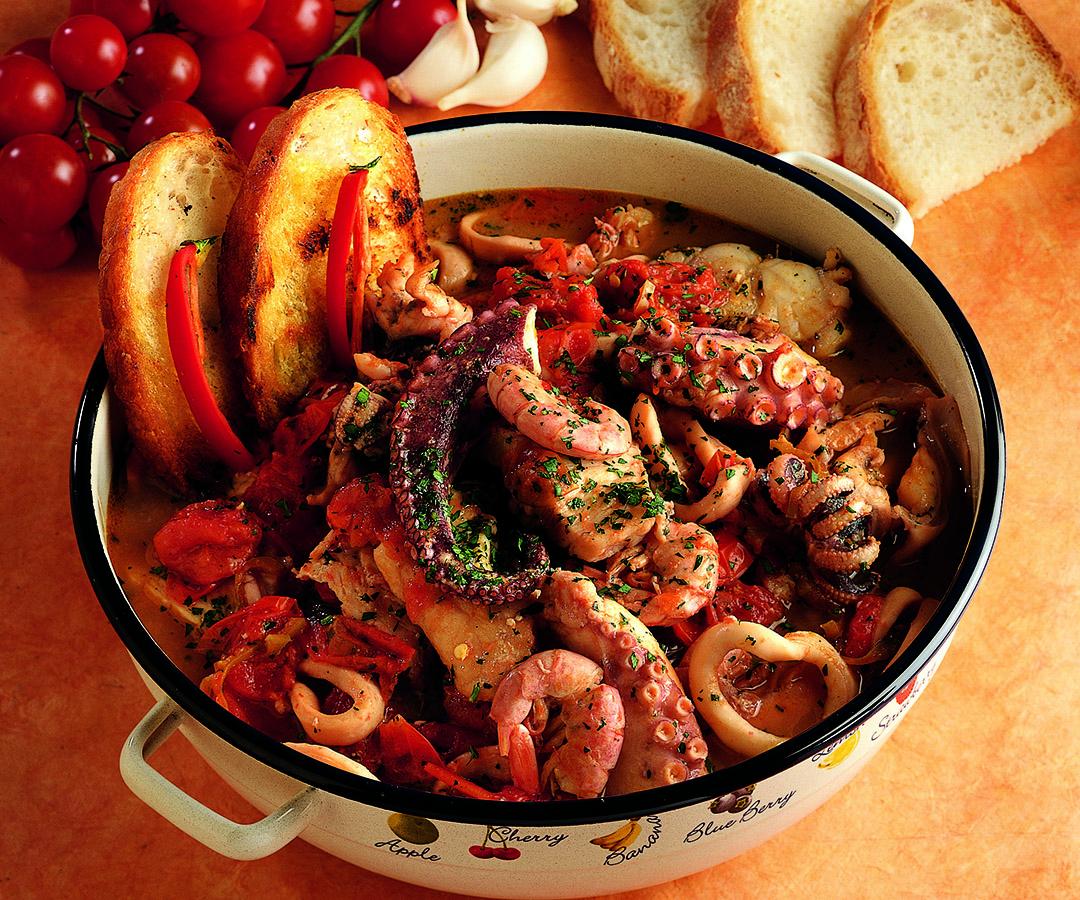 Ricetta Zuppa di pesce ai pomodorini freschi  La Cucina Italiana
