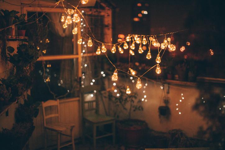 Come decorare il balcone per Natale  La Cucina Italiana
