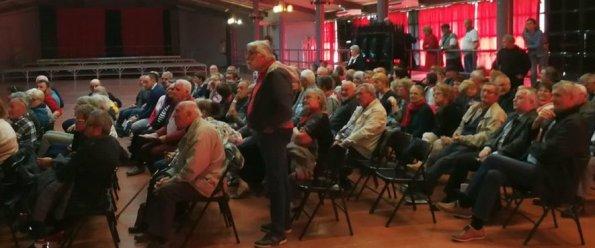 Plus de 200 personnes ont assisté à cette réunion d'information initiée par la mairie./ Photo DDM