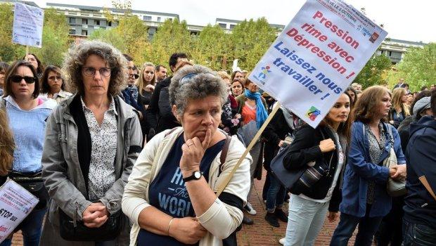 Rassemblement d'enseignants devant le rectorat à Toulouse après le suicide de Christine Renon, directrice d'école à Pantin./Photo DDM, Marie-Pierre Volle