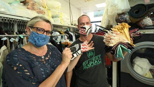 Près de 18 000 masques ont été donnés par Pascal et sa femme.