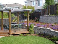 Baralho quintal, paredes de blocos, Wood Pergola retenção e Paisagem da parede Cyprex Construção Paisagens San Jose, CA