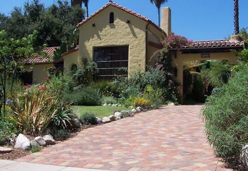 driveway design ideas - landscaping