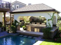 Swim-Up Bar: Pro Tips - Landscaping Network