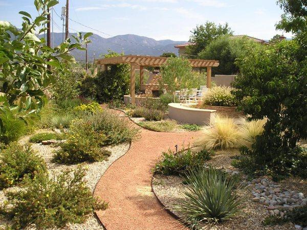 maintenance backyards - landscaping