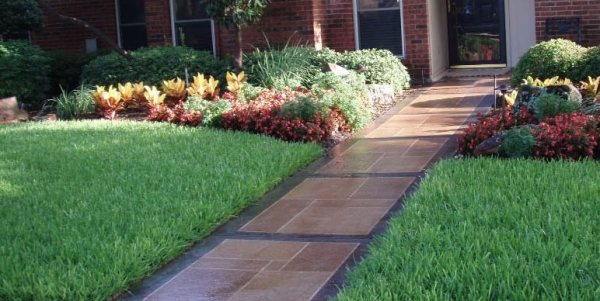 sidewalk design & landscaping