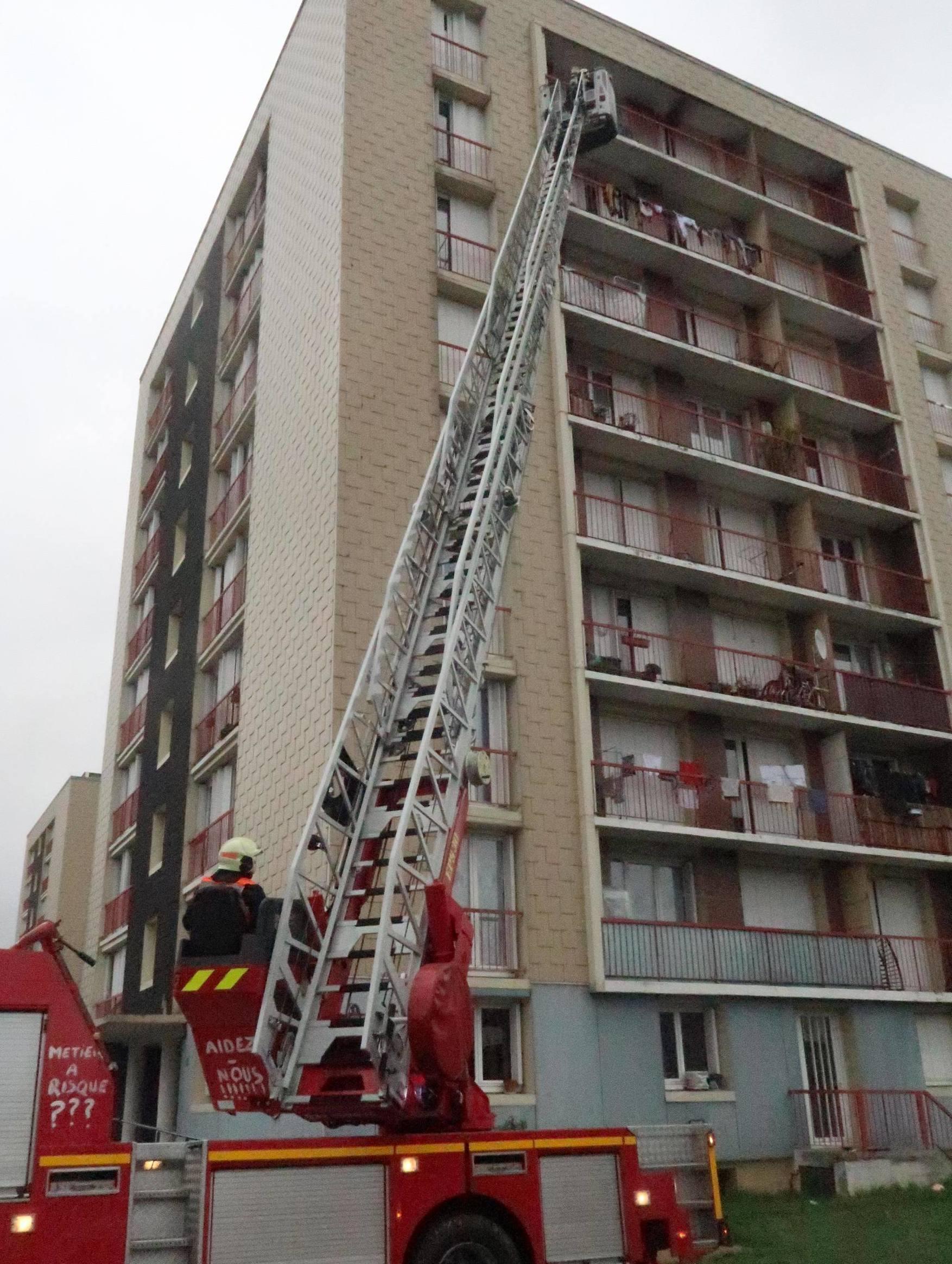 Faits Divers Poitiers Aujourd Hui : faits, divers, poitiers, aujourd, Poitiers, Incendie, Tour,, Blessés, Grave