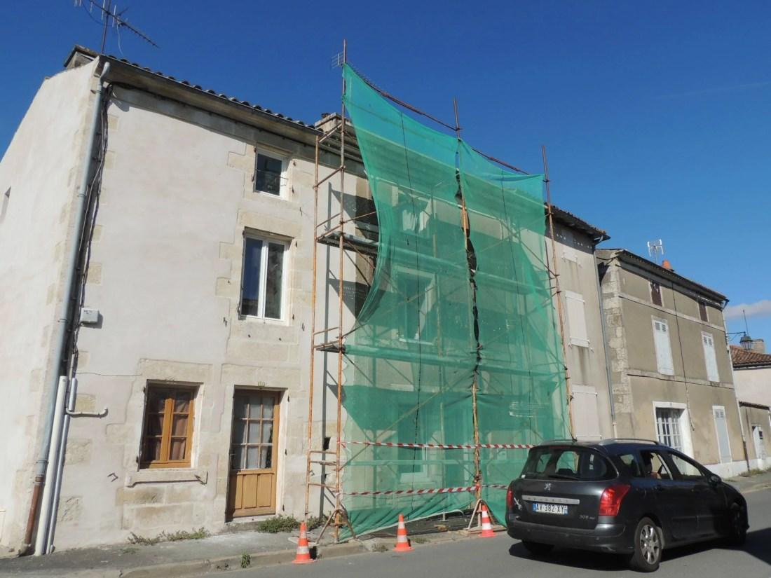 Le lundi 5 août 2019, un homme de 48 ans est tombé du toit de sa maison à Frontenay-Rohan-Rohan.