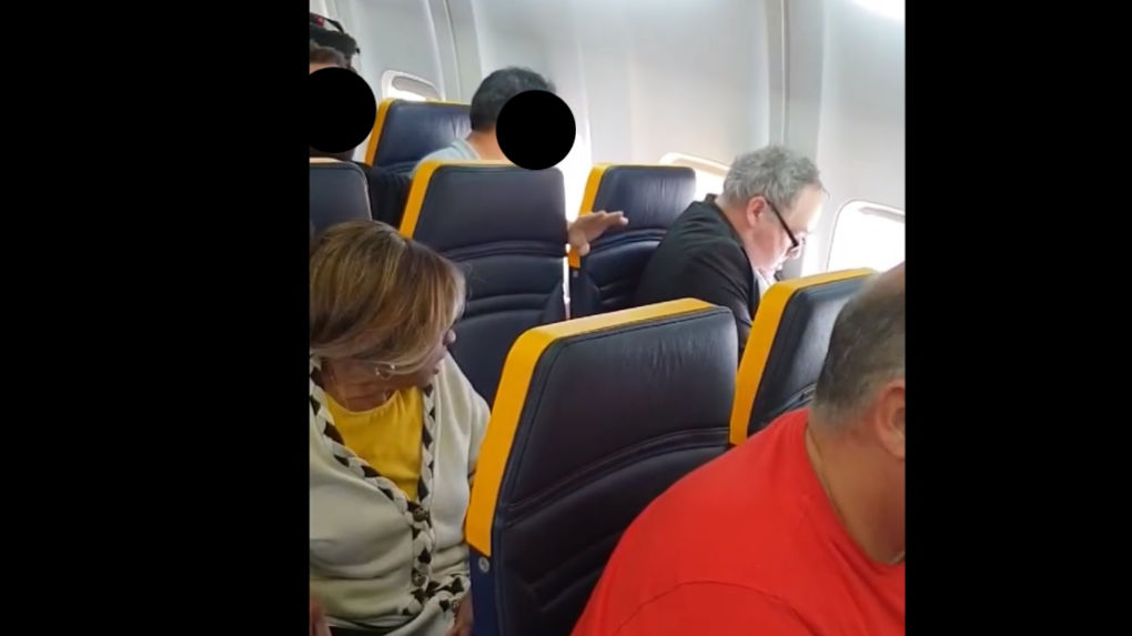 ryanair il oblige une passagere noire