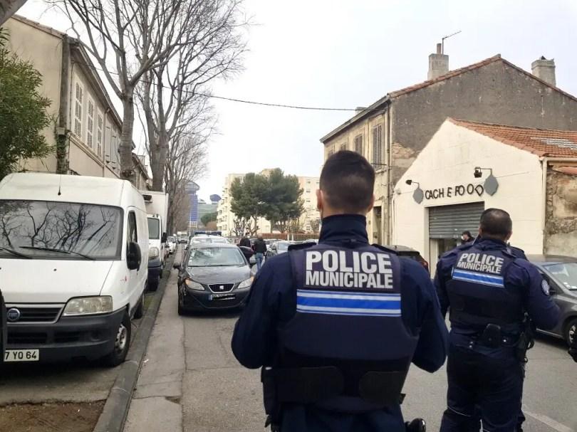 Les agents de sécurité de cette école juive l'ont immédiatement immobilisé avant l'arrivée de la police municipale puis de la Bac.