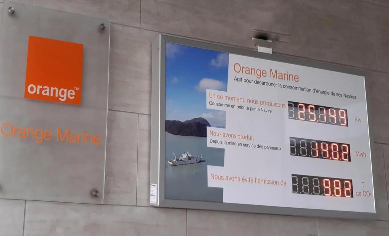 Lorsque le navire n'est pas à quai, l'électricité verte produite par la station est utilisée par la base d'Orange Marine.
