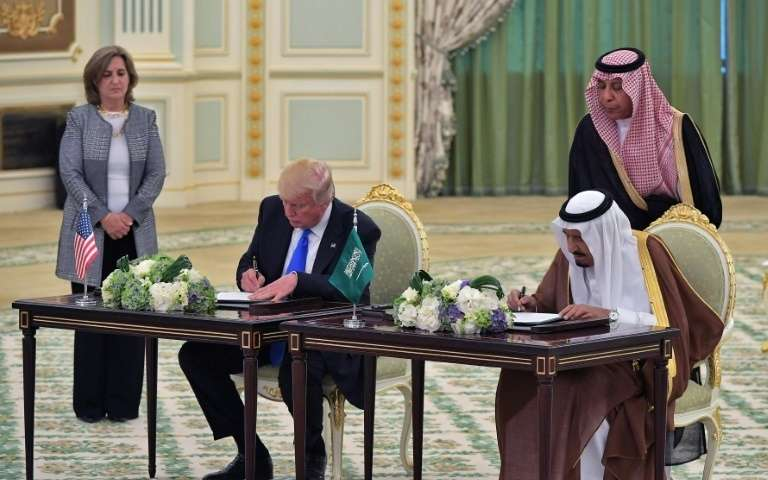 """Résultat de recherche d'images pour """"trump arabie contrat"""""""