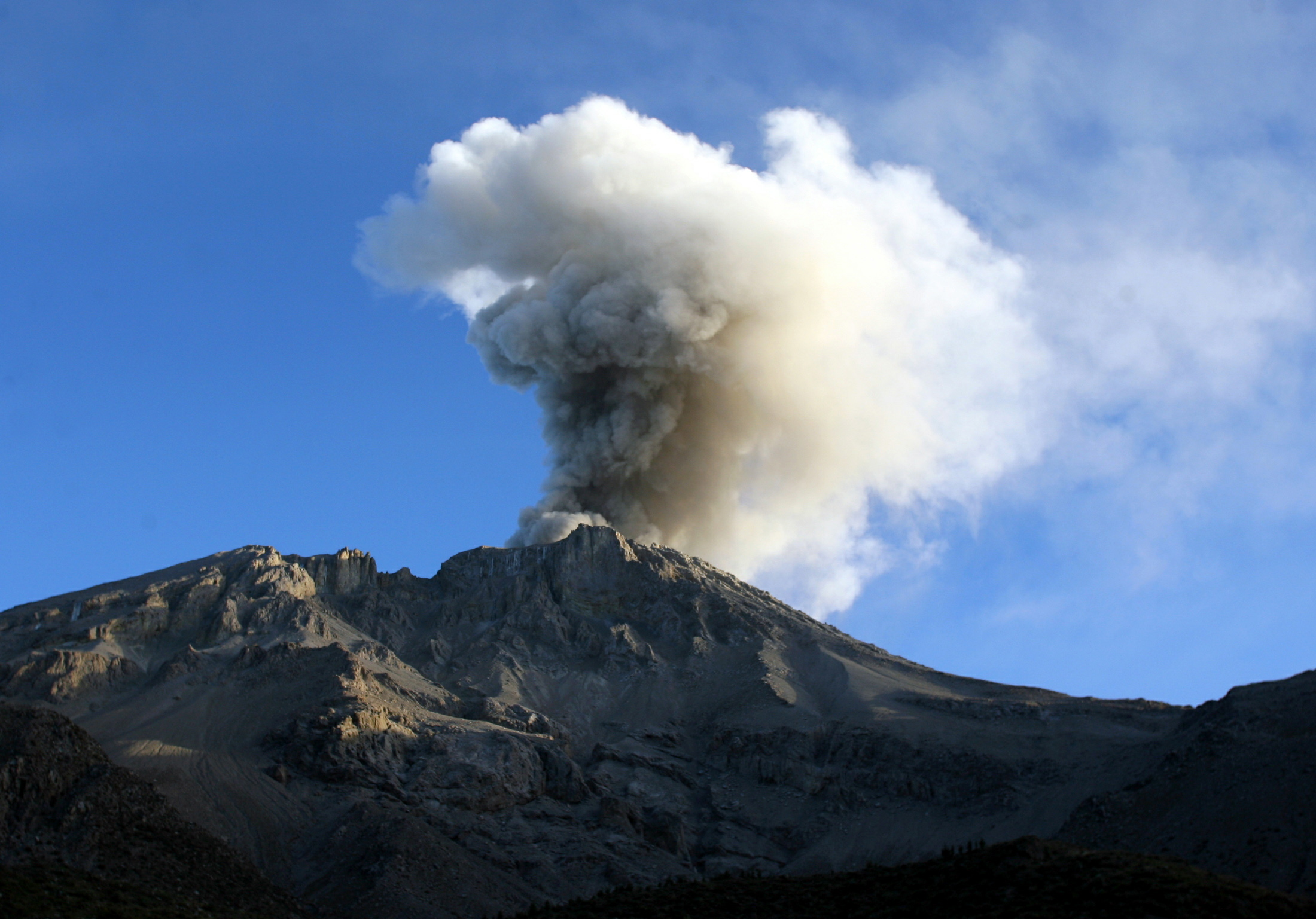 Peru Volcano Erupts After 40 Years 4 Fast Facts About