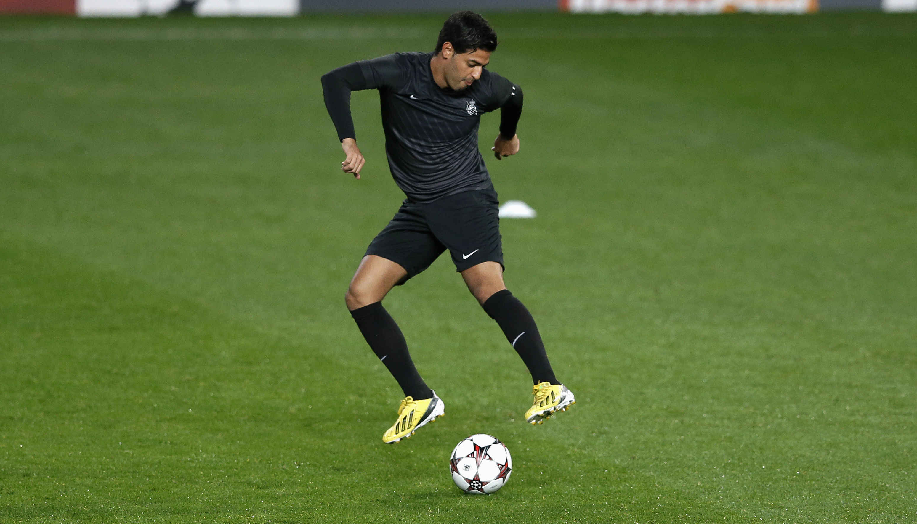 Mexican Striker Carlos Vela Beats Out Messi For Best