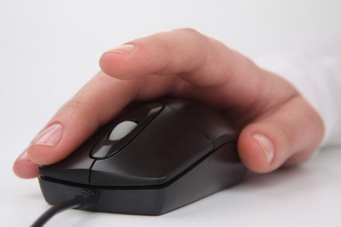 key-hand-on-mouse-clicking-work_3256354