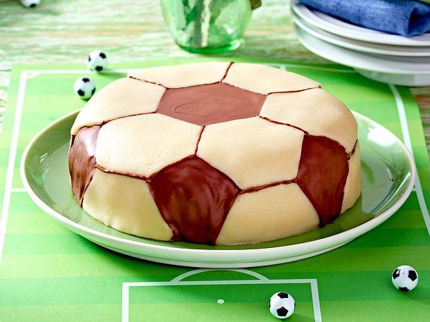 FussballSchokoladenTorte Rezept  LECKER