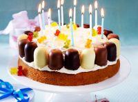 Kindergeburtstag-Torte mit Mini-Schaumkssen Rezept | LECKER