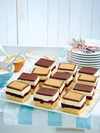 Schachbrett-Butterkeks-Kuchen mit Roter Grtze Rezept | LECKER