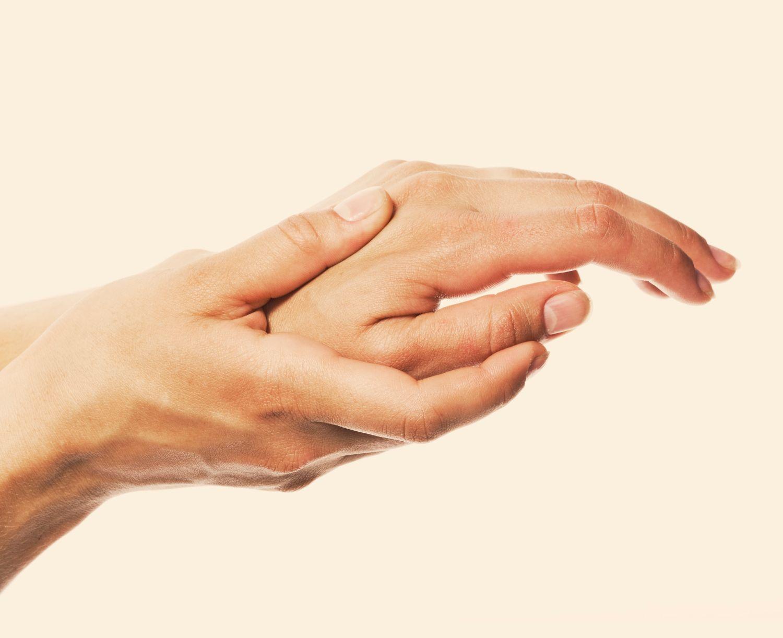 therapie bei schmerzen im daumengelenk
