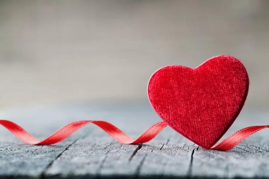 scambieranno doni e biglietti per celebrare il proprio affetto nel  giorno degli innamorati. Ma da quando e dove nasce la celebre festa di San  Valentino