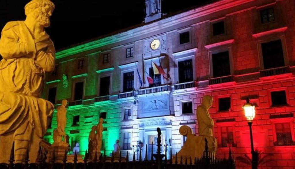 Il Comune di Palermo illuminato con il tricolore per il 2 giugno