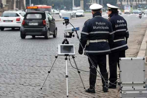 WCENTER 0SKBBISDLC                © Roberto Monaldo / LaPresse 18-01-2010 Roma Interni Attività operativa della Polizia Municipale Nella foto Autovelox   © Roberto Monaldo / LaPresse 18-01-2010 Rome Operational activities of the Municipal Police