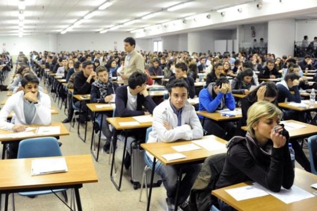 I candidati al test d'ammissione (Foto Omniroma)
