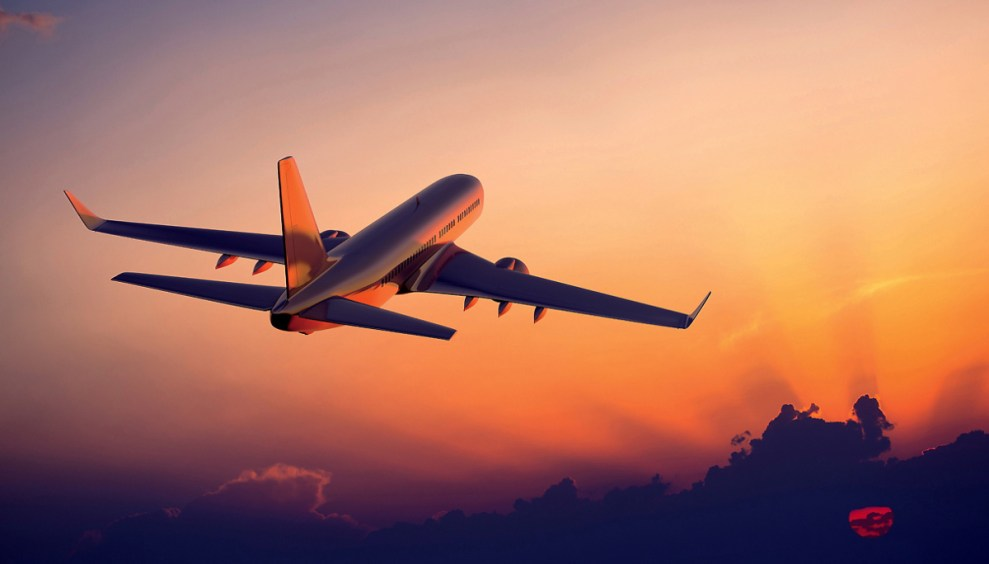 aereo che vola