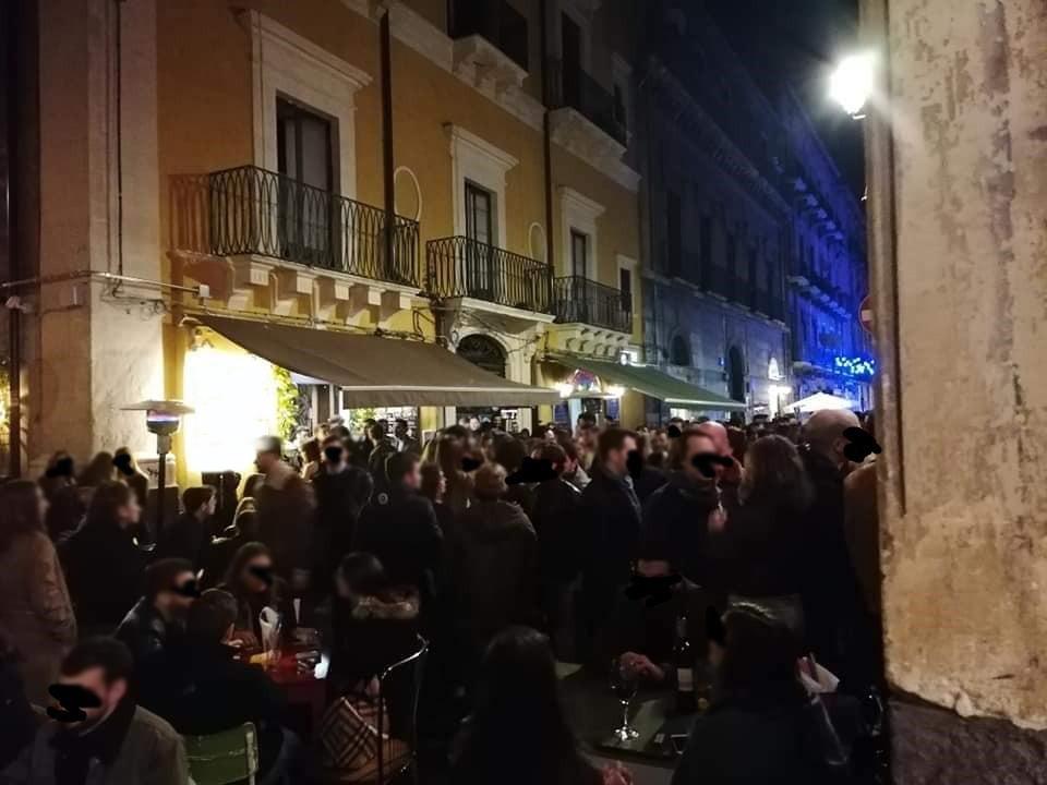 La movida a Catania ai tempi del coronavirus: strade piene e ...