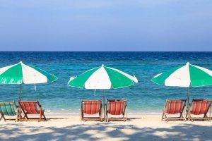 Ombrelloni in riva al mare