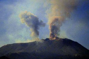 Etna emissione cenere