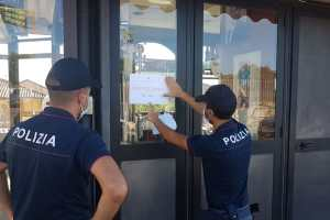 polizia chiude chioschi