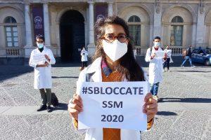 Proteste per sbloccare le scuole di specializzazioni in Medicina