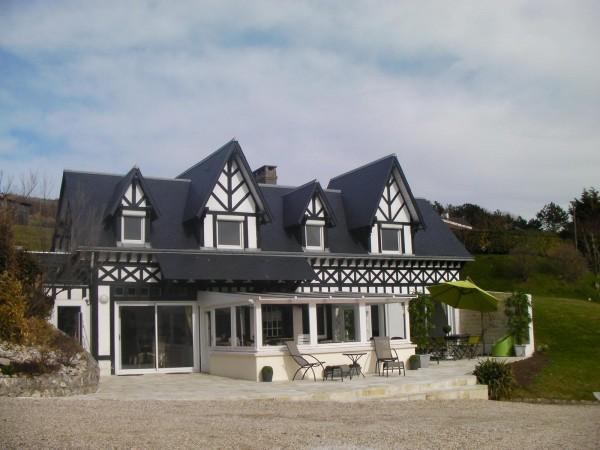 Maison normande au bord de la mer accs direct plage 05097002  locationetvacancescom