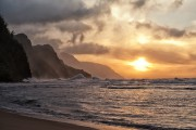 In the late afternoon, when the sand becomes ocher ... (Photo Thinkstock) - image 6.0 &quot;title =&quot; The other beaches of Hawaii - image 6.0 &quot;/&gt;   <div class=