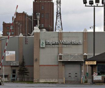 L'usine White Birch à Québec.... (Photo La Presse Canadienne)