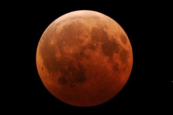 Une éclipse totale de Lune observée en décembre 2010 aux États-Unis.