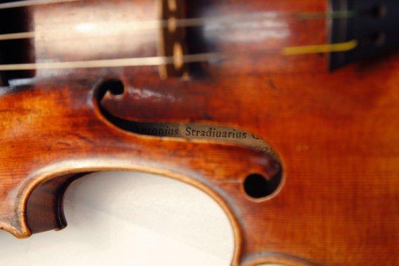 Elle oublie un violon de 170 000 $ dans un autobus