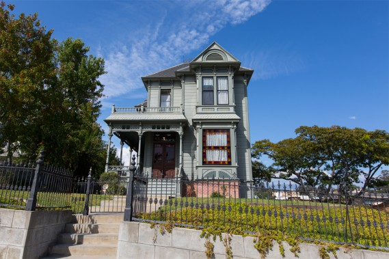 This area is known for the finest specimens of Victorian and Queen Ann style houses, which can be seen through a series of small crescent streets. (PHOTO OLIVIER JEAN, THE PRESS) &quot;title =&quot; &quot;/&gt; </div data-recalc-dims=