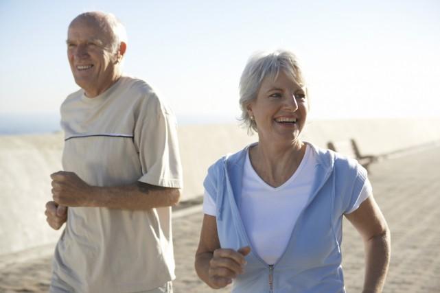L'activité physique réduit le risque de souffrir de la maladie d'Alzheimer et... (Photo Photos.com)