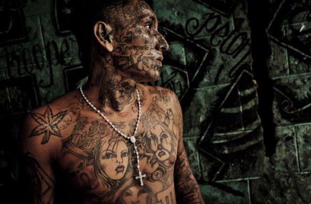 Un membre du gang de la 18e Rue,... (Photo: Tomas Mutina, The New York Times)