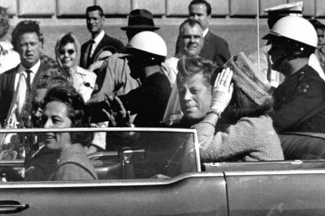Le président américain John F. Kennedy, à Dallas,... (PHOTO ARCHIVES AP)