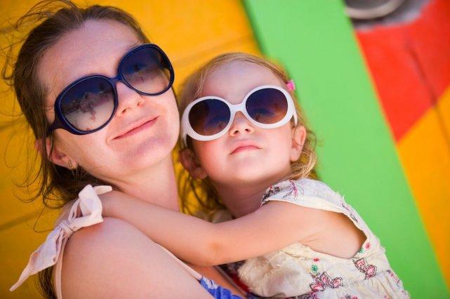 Il est recommandé de mettre des lunettes de... (Photo BlueOrange Studio/shutterstock.com)