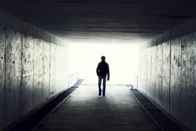 Les sensations et visions, comme celle d'une lumière intense, dont font part... (Photo Photos.com)