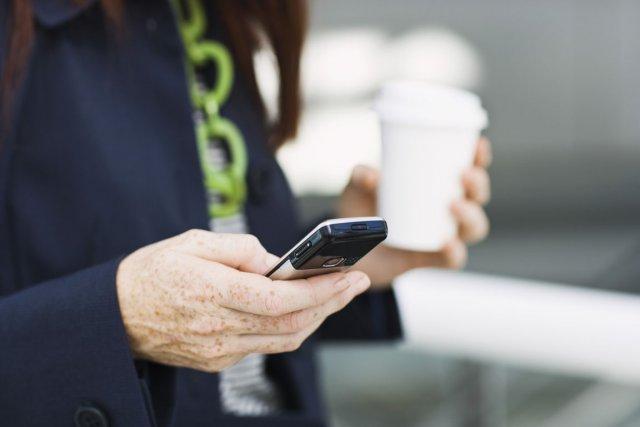 En moyenne, les jeunes adultes envoient près de... (Photos.com)