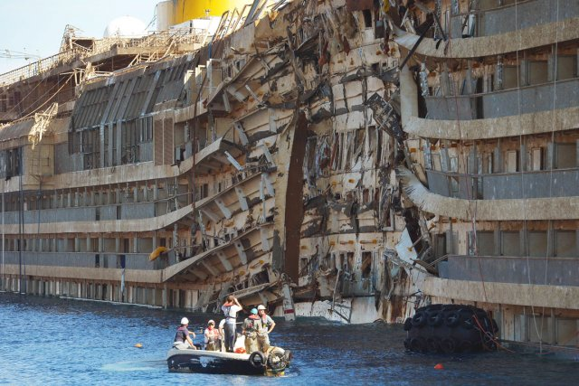 L'accident du Concordia avait fait 32 victimes, mais les corps... (PHOTO VINCENZO PINTO, AFP)