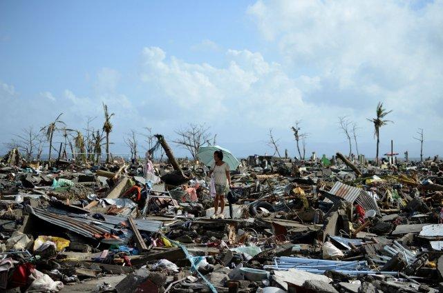 Une rescapée à Tacloban.... (Photo AFP)